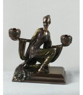 Figurální svícen s klečící tanečnicí