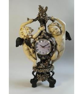 Figurální hodiny s andělíčky