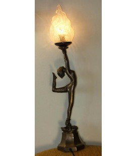 Figurální lampička - tanečnice zdvihající světlo