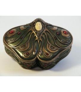 Secesní šperkovnice ve tvaru motýla s hlavou dívky